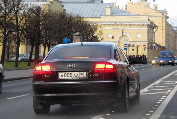 Активисты проследят, чтобы губернатор ездил без мигалки Российские губернаторы потеряли свои мигалки...